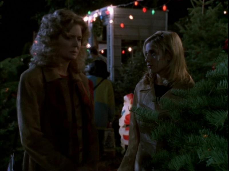 Sarah Michelle Gellar e Kristine Sutherland in una scena dell'episodio 'Espiazioni' di Buffy - L'ammazzavampiri