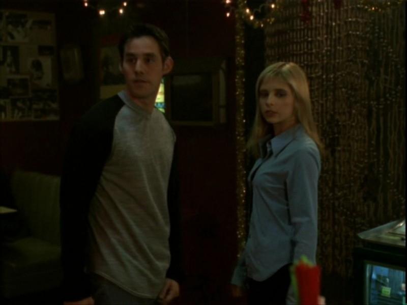 Sarah Michelle Gellar e Nicholas Brendon in una scena dell'episodio 'Espiazioni' di Buffy - L'ammazzavampiri