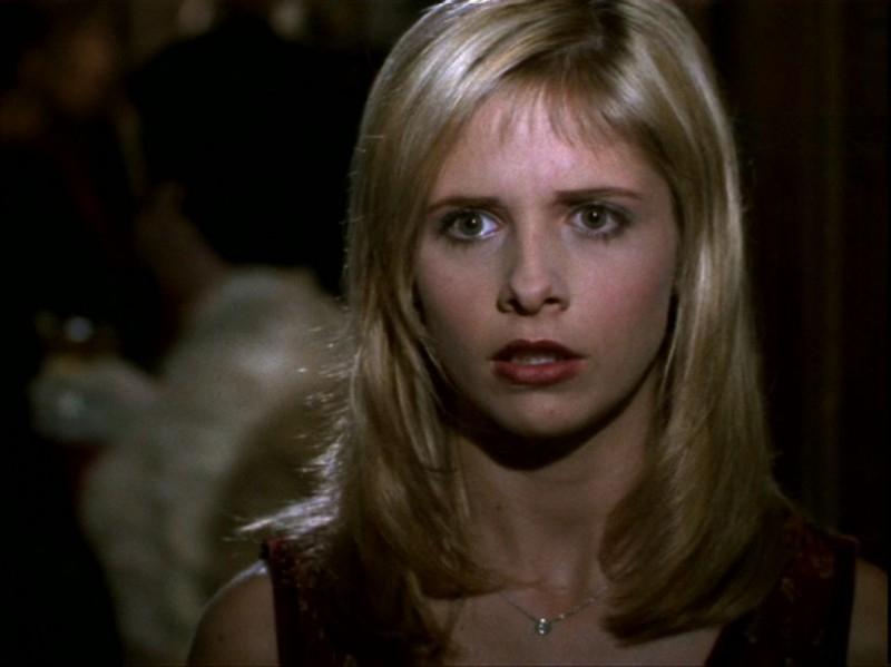 Sarah Michelle Gellar in una scena dell'episodio 'Espiazioni' di Buffy - L'ammazzavampiri