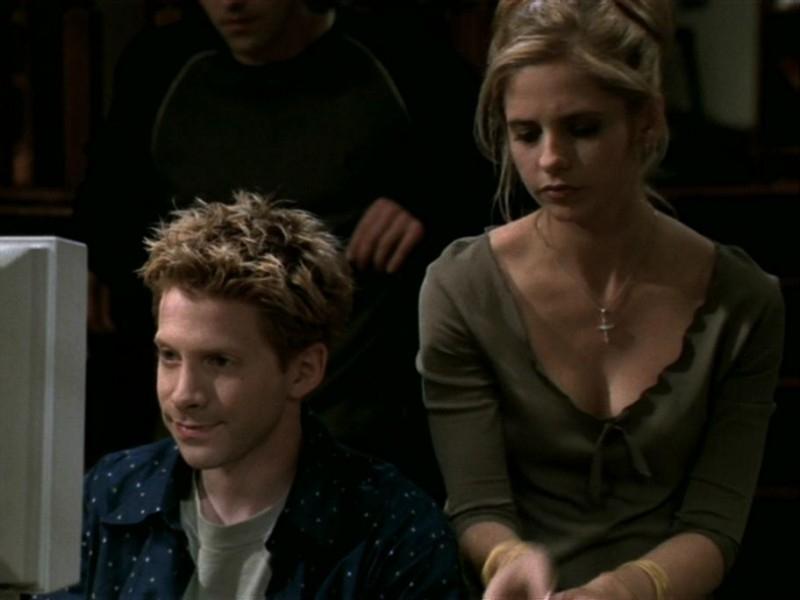 Seth Green e Sarah Michelle Gellar in una scena dell'episodio 'Le streghe di Sunnydale' di Buffy - L'ammazzavampiri