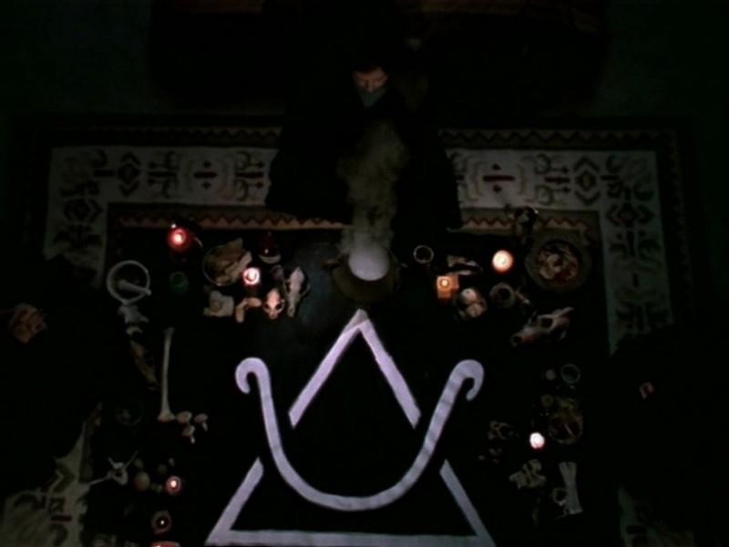 Una scena dell'episodio 'Le streghe di Sunnydale' di Buffy - L'ammazzavampiri