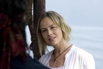 Julie Benz in una scena di John Rambo