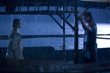 Sylvester Stallone e Julie Benz in una sequenza di John Rambo
