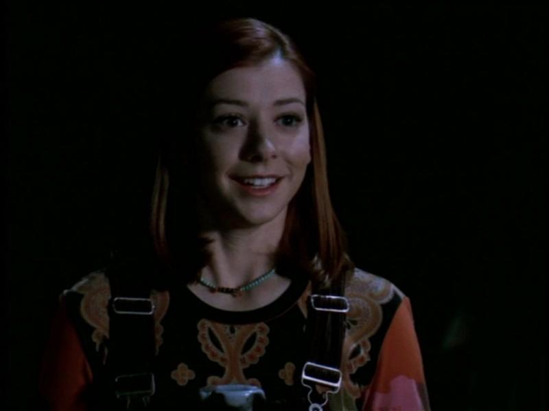 Alyson Hannigan in una scena dell'episodio 'Il giorno dell'Apocalisse' di Buffy - L'ammazzavampiri