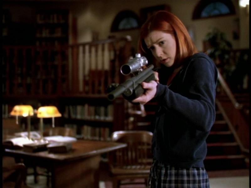 Alyson Hannigan in una sequenza dell'episodio 'Il giorno dell'Apocalisse' di Buffy - L'ammazzavampiri