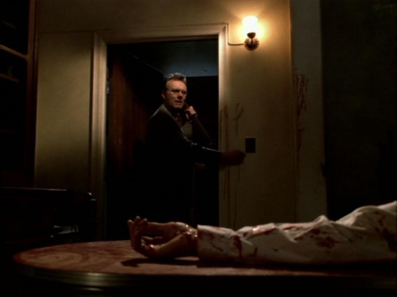 Anthony Head in una scena dell'episodio 'Compleanno di terrore' di Buffy - L'ammazzavampiri