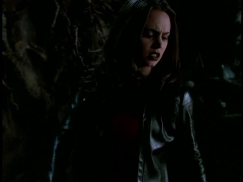 Eliza Dushku in una scena dell'episodio 'Il giorno dell'Apocalisse' di Buffy - L'ammazzavampiri