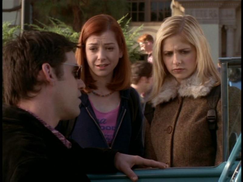 Nicholas Brendon, Alyson Hannigan e Sarah Michelle Gellar in una scena dell'episodio 'Il giorno dell'Apocalisse' di Buffy - L'ammazzavampiri