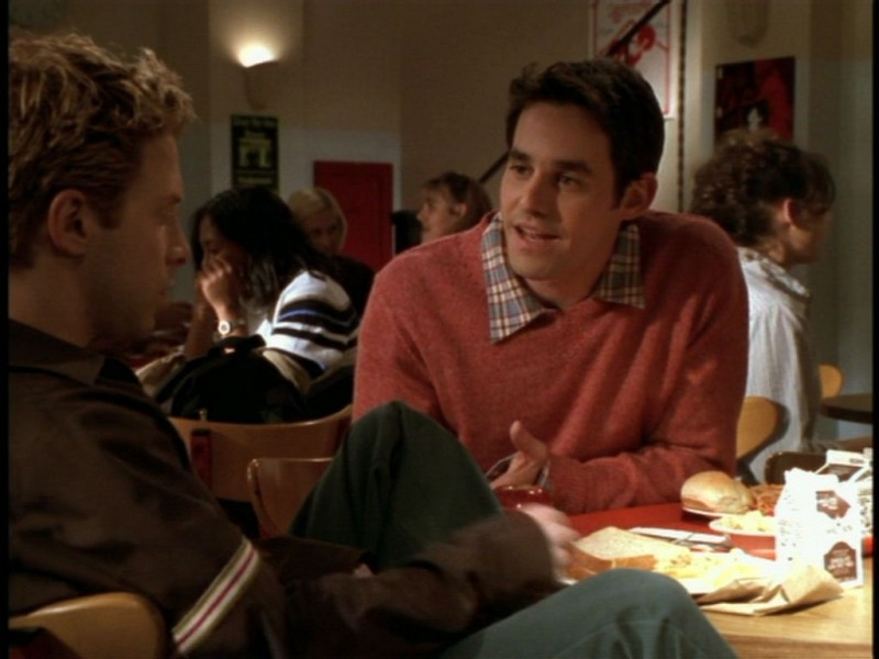 Nicholas Brendon e Seth Green in una scena dell'episodio 'Il giorno dell'Apocalisse' di Buffy - L'ammazzavampiri