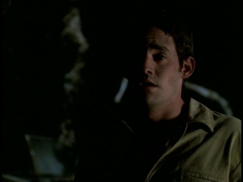 Nicholas Brendon in una scena dell'episodio 'Il giorno dell'Apocalisse' di Buffy - L'ammazzavampiri
