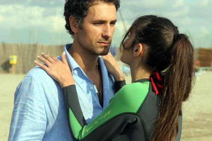 Raoul Bova e Michela Quattrociocche in una scena del film Scusa, ma ti chiamo amore