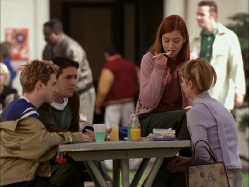 Sarah Michelle Gellar, Alyson Hannigan, Nicholas Brendon e Seth Green in una scena dell'episodio 'Compleanno di terrore' di Buffy - L'ammazzavampiri