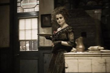 Helena Bonham Carter in una sequenza del film Sweeney Todd