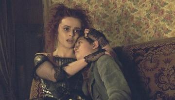 Helena Bonham Carter in una scena del musical Sweeney Todd