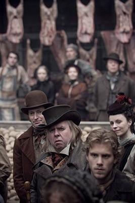 Timothy Spall in una scena del film Sweeney Todd