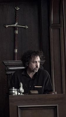 Una bella immagine di Tim Burton sul set di Sweeney Todd