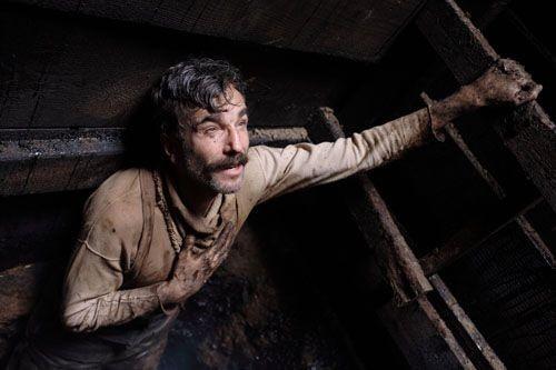 Daniel Day-Lewis in una sequenza del film Il petroliere