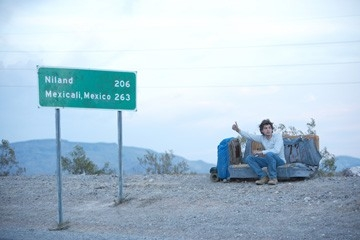 Emile Hirsch in una sequenza del film Into the Wild, diretto da Sean Penn