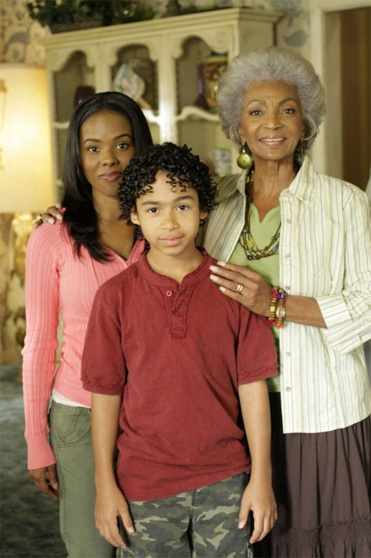 Heroes Volume II - Episodio 5: foto di famiglia per Monica (Dana Davis), Nana (Nichelle Nichols) e Micah (Noah Gray-Cabey)