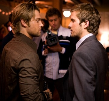 Michael Stahl-David e Mike Vogel in una sequenza di Cloverfield