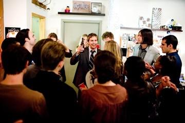 Michael Stahl-David in una scena di Cloverfield