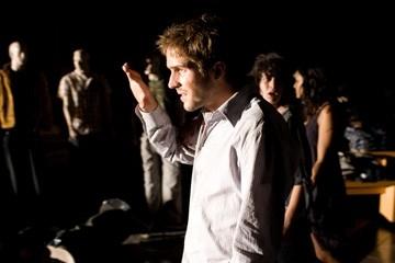 Michael Stahl-David in una sequenza di Cloverfield