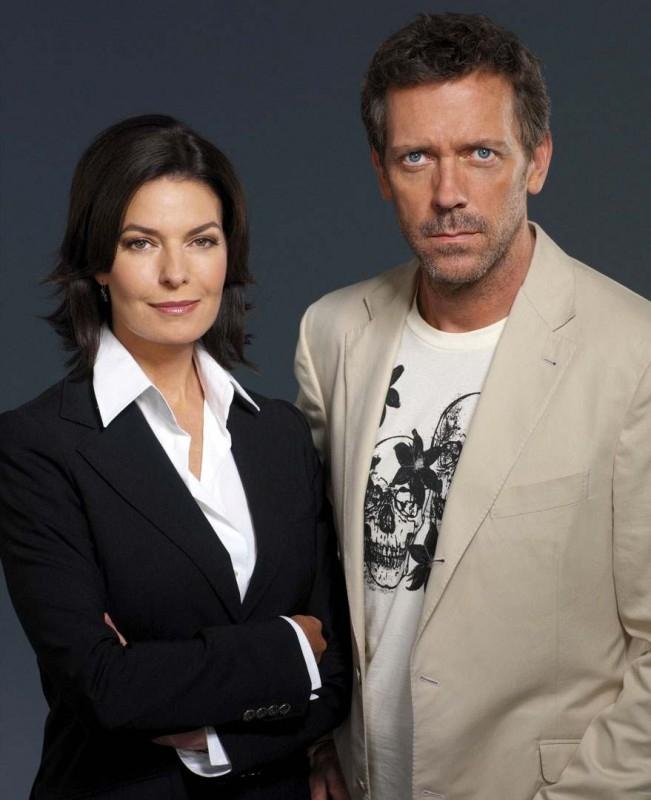 Sela Ward e Hugh Laurie in una foto promozionale per la seconda stagione di Dr House: Medical division