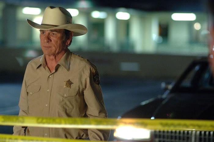 Tommy Lee Jones in una scena del film Non è un paese per vecchi (2007)