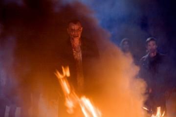 Danny Huston in una suggestiva immagine del film 30 giorni di buio