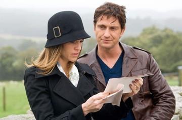 Gerard Butler e Hilary Swank in una scena del film P.S. I Love You - Non è mai troppo tardi per dirlo