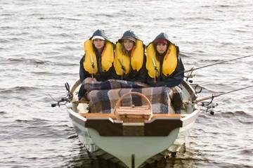 Gina Gershon, Hilary Swank e Lisa Kudrow in una scena del film P.S. I Love You