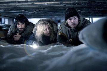 Jon Bennett, Melissa George e Josh Hartnett in una scena del film 30 giorni di buio
