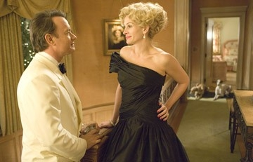 Julia Roberts e Tom Hanks in una foto del film La guerra di Charlie Wilson (2007)