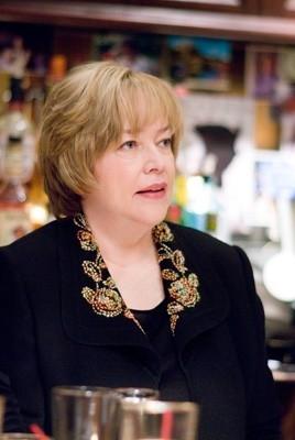 Kathy Bates in una scena del film P.S. I Love You - Non è mai troppo tardi per dirlo