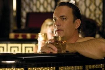 Tom Hanks in una scena de La guerra di Charlie Wilson