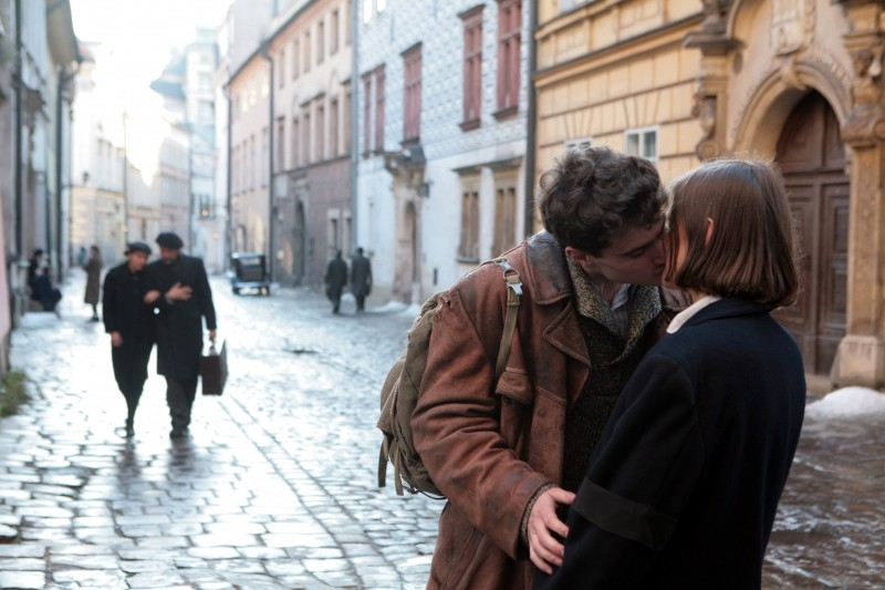 Agnieszka Kawiorska ed Antoni Pawlicki in una scena di 'Katyn'