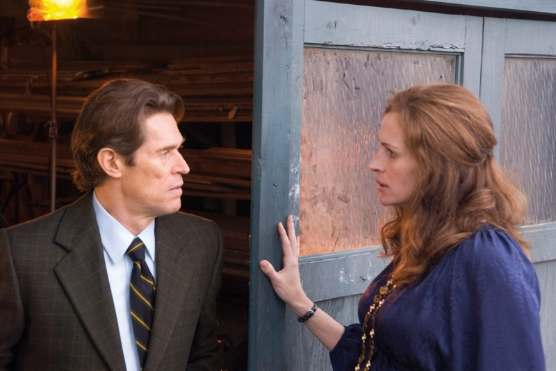 Julia Roberts e Willem Dafoe in 'Fireflies in the Garden'