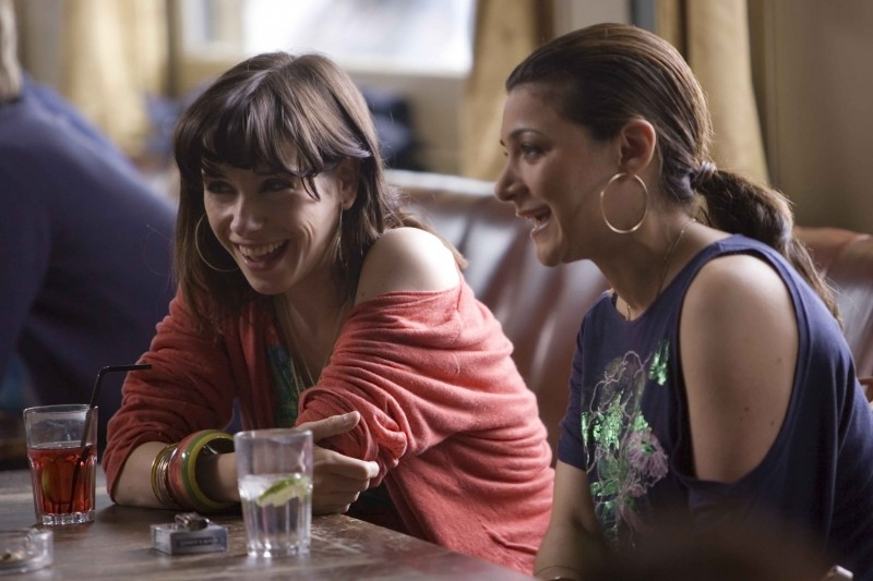 Sally Hawkins ed Alexis Zegerman in una scena di 'Happy Go-Lucky'