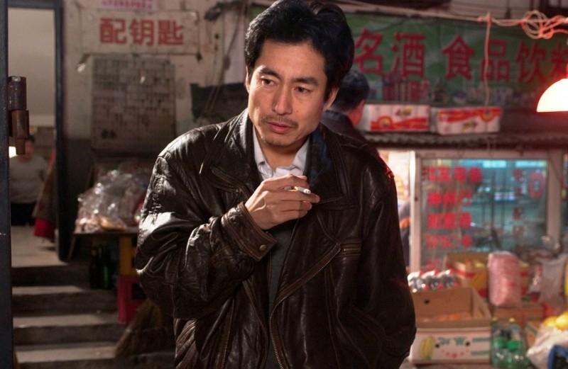 Taisheng Chen in una scena di In Love We Trust