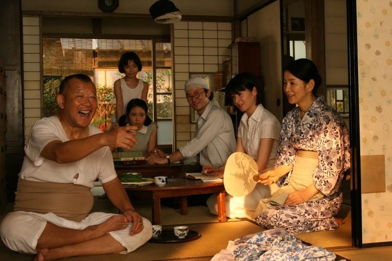 Una scena di gruppo di 'Kabei'