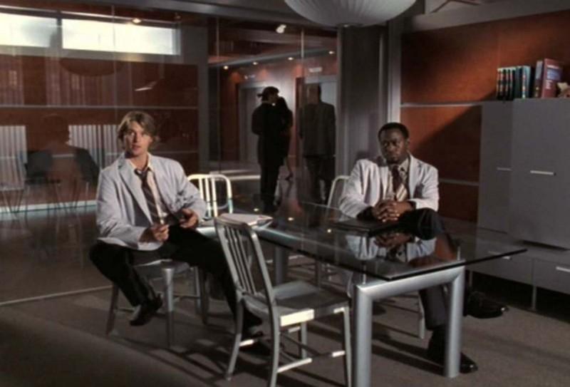 Dr House: Medical division, prima stagione - Chase (Jesse Spencer) e Foreman (Omar Epps) in una scena del terzo episodio, 'Occam's Razor'