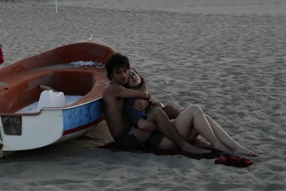 Nicolas Vaporidis con Valentina Izumì in una scena d'amore di Questa notte è ancora nostra