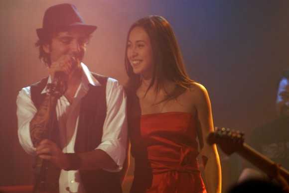 Nicolas Vaporidis e Valentina Izumì in un'immagine di Questa notte è ancora nostra.