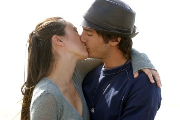 Nicolas Vaporidis e Valentina Izumì in un'immagine promozionale del film Questa notte è ancora nostra