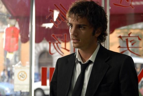 Una bella immagine di Nicolas Vaporidis in una sequenza del film Questa notte è ancora nostra