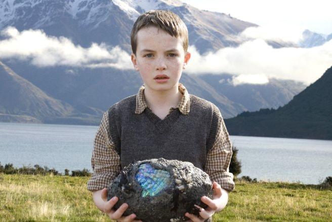 il giovane Alex Etel in una scena del fantasy The Water Horse - La leggenda degli abissi