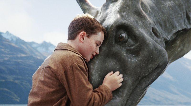 il piccolo Alex Etel in una scena del fantasy The Water Horse - La leggenda degli abissi