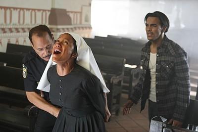 Heroes Volume II - Episodio 8: Maya (Dania Ramirez) e Alejandro (Shalim Ortiz) in una scena drammatica