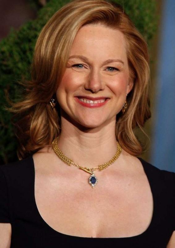 Una sorridente Laura Linney, candidata all'Oscar come miglior attrice protagonista per La famiglia Savage, al Nominees Luncheon 2008