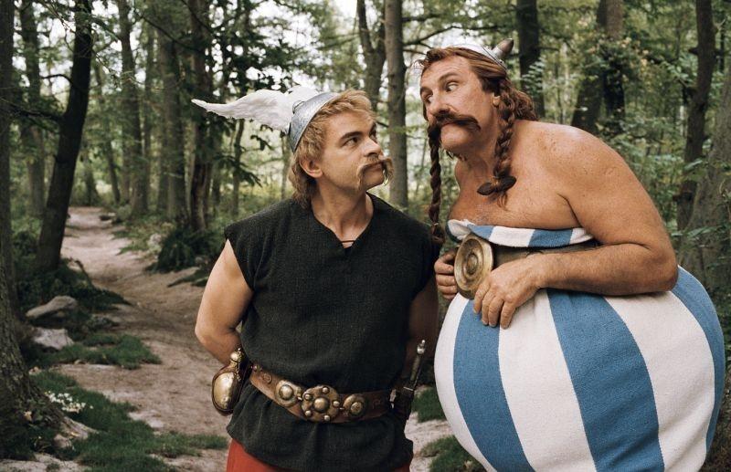 Clovis Cornillac con Gerard Depardieu in una scena del film Asterix alle Olimpiadi